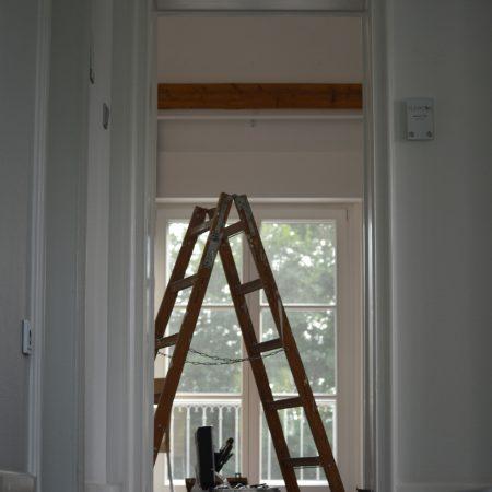 Renovierung Leiter steht im Raum