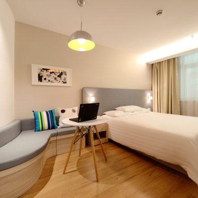 Sauberes Hotelzimmer